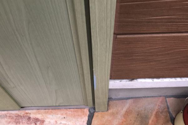 玄関扉の塗装はがれ?